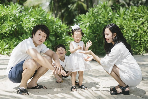 Vietnam family photographer
